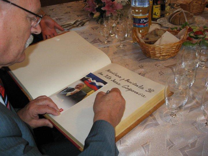 Podpis do pamätnej knihy